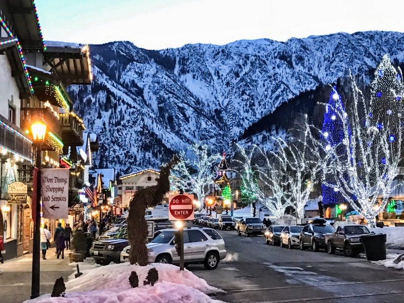 picture of downtown Leavenworth in the Winter